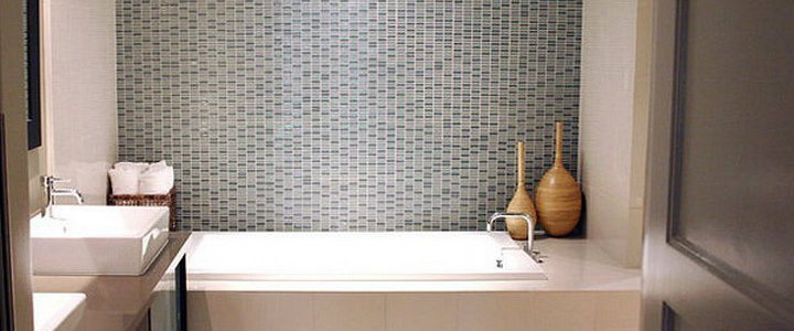 5 Decorating Ideas for Small Bathrooms 5 Decorating Ideas for Small Bathrooms Minimalist Small Bathroom Ideas featured