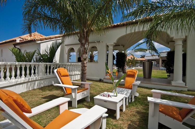 10 Gorgeous Garden Sitting Area Ideas   Home Decor Ideas on Garden Sitting Area Ideas id=21091