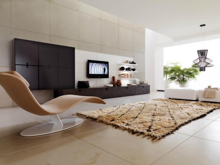 Коврик в окружении мебели - отличный вариант