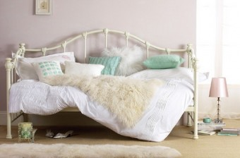 Bedroom Decor Ideas: 50 Inspirational Day Beds