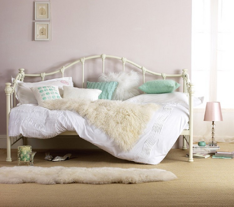 Bedroom Decor Ideas: 50 Inspirational Day Beds Bedroom Decor Ideas Bedroom Decor Ideas: 50 Inspirational Day Beds feat 2