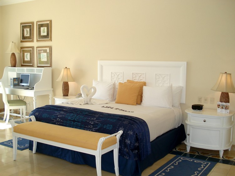 Bedroom Decor Ideas: 50 Inspirational Rugs Bedroom Decor Ideas Bedroom Decor Ideas: 50 Inspirational Rugs small2