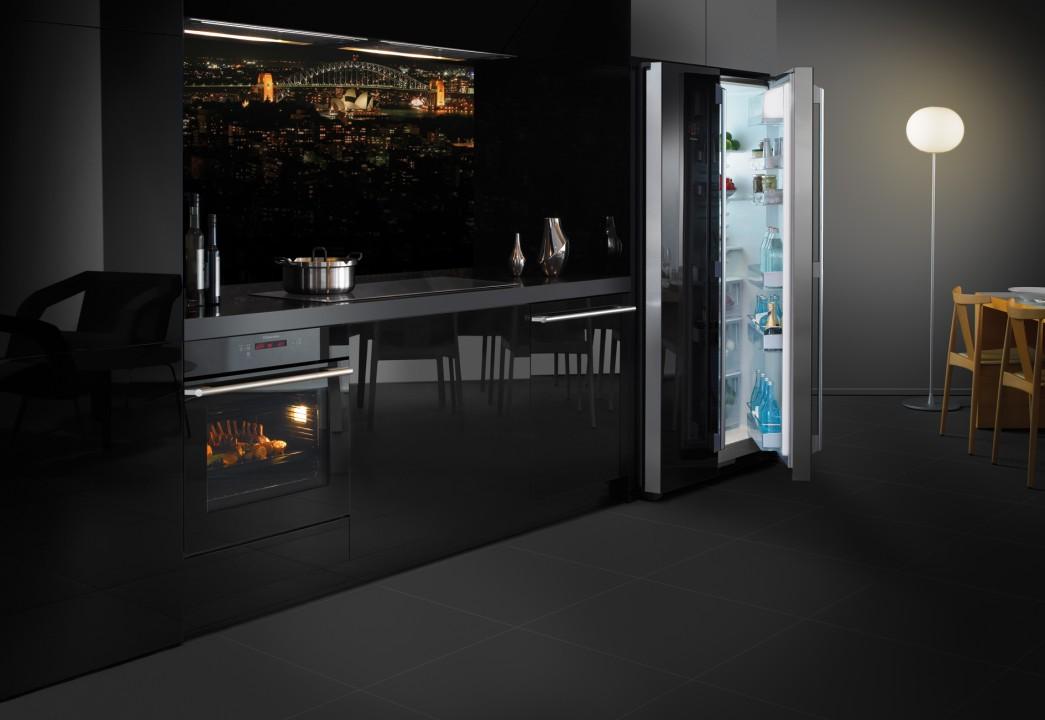 Modern Black Kitchen modern kitchen Beautiful Color Trends for Your Modern Kitchen Modern Black Kitchen e1456141895391