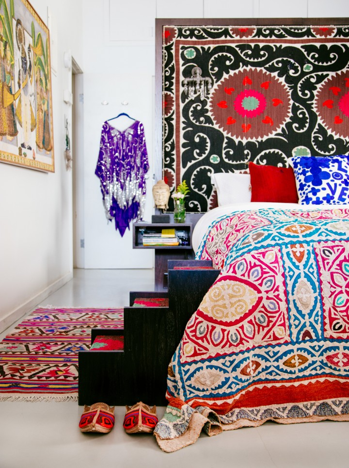 mixing-patterns-justina-blakeney-05 Modern Bedding 7 Tips For Creating A Layered Modern Bedding Look mixing patterns justina blakeney 05 e1454936261618