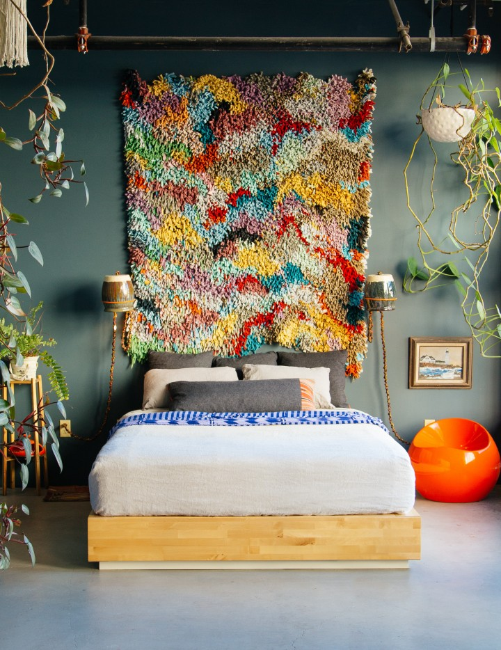 mixing-patterns-justina-blakeney-06 Modern Bedding 7 Tips For Creating A Layered Modern Bedding Look mixing patterns justina blakeney 06 e1454936321392