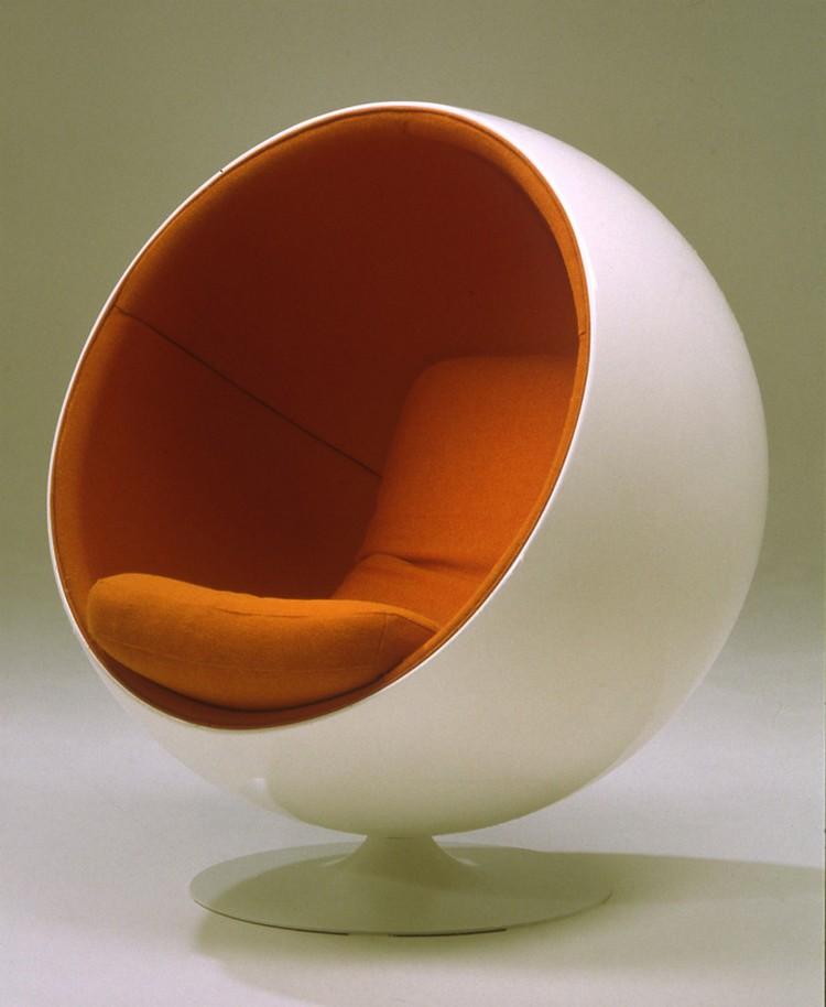 modern ball-chair-with-orange-interior modern furniture Modern Furniture Legend Eero Aarnio modern ball chair with orange interior
