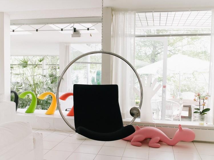 modern furniture modern furniture Modern Furniture Legend Eero Aarnio modern eero aarnio ignant final 014047 1050x786