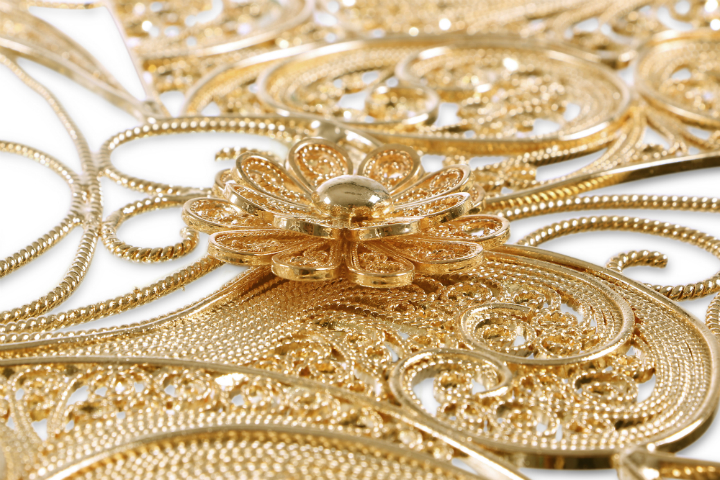 Gold Furniture filigree-mirror-04 gold furniture The Best Gold Furniture Pieces For Your Luxury Home filigree mirror 04
