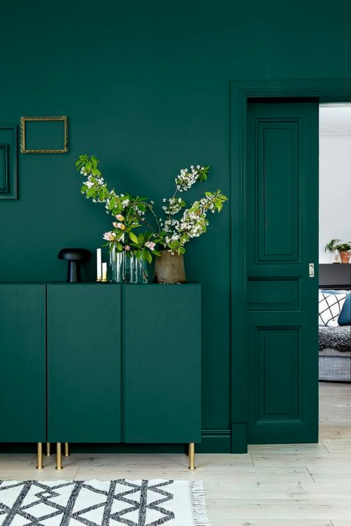 How green design pieces work on modern interiors | www.bocadolobo.com #homedecorideas #homedecor #homedesign #green #greenfurniture #coloroftheyear #moderninteriors @homedecorideas green design pieces How Green Design Pieces Work On Modern Interiors How green design pieces work on modern interiors 4