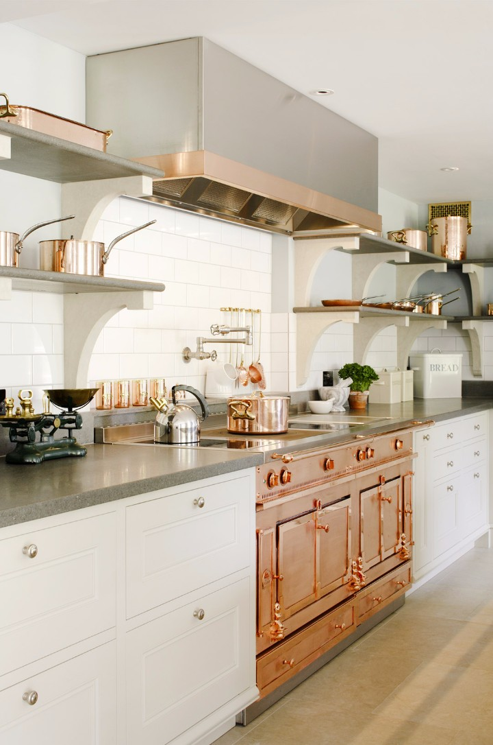 How To Decorate Your Modern Kitchen With Copper Pieces | www.bocadolobo.com #homedecorideas #kitchen #copper #copperpieces #interiordesign #exclusivedesign #homedecor #decoration #kicthendecoration @homedecorideas