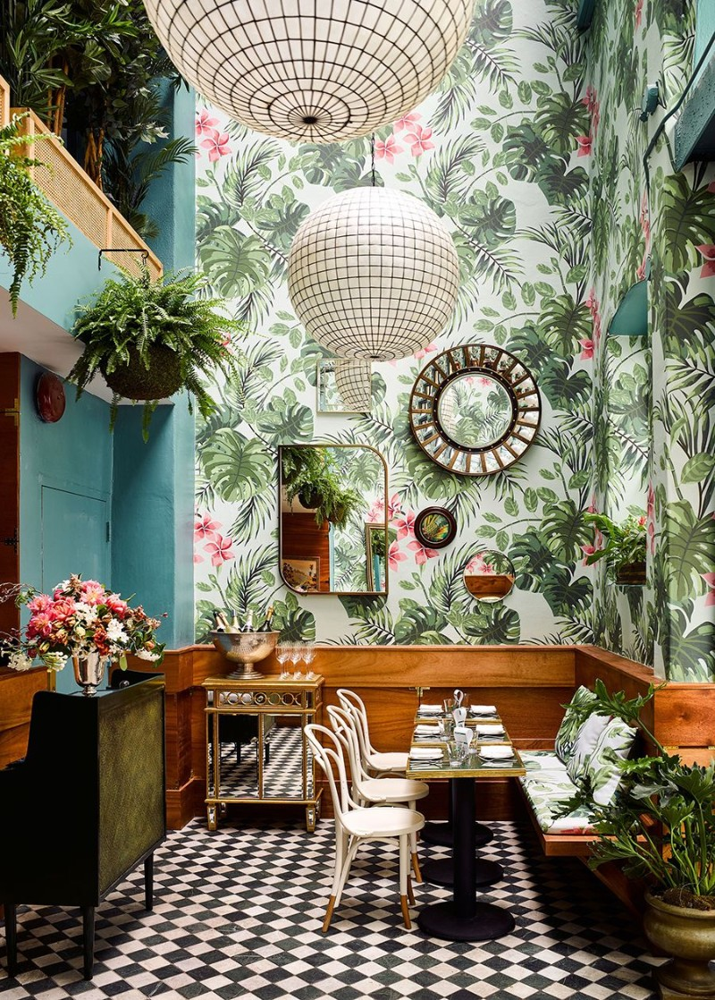 tropical wallpaper 10 Tropical Wallpaper Ideas To Bring Summer Inside Your Home 10 Tropical Wallpaper Ideas To Bring Summer Inside Your Home 9
