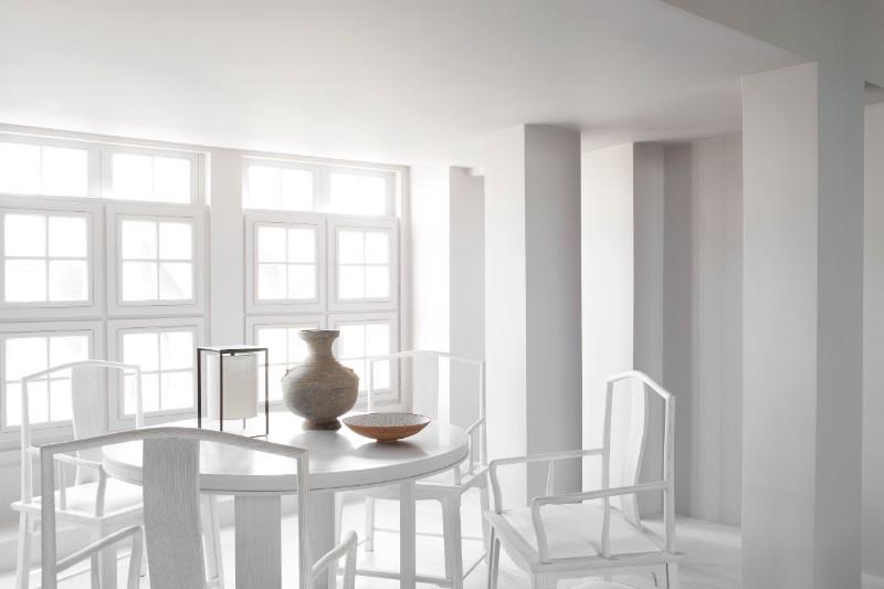 monochromatic Parisian Apartment Enhances Prestige Through Monochromatic Minimalism HDI minimalism 8