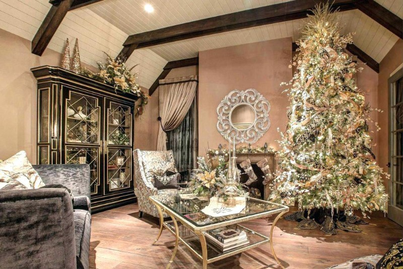living room Decorate Your Living Room In The Most Christmasy Way Possible Decorate Your Living Room In The Most Christmasy Way Possible 4