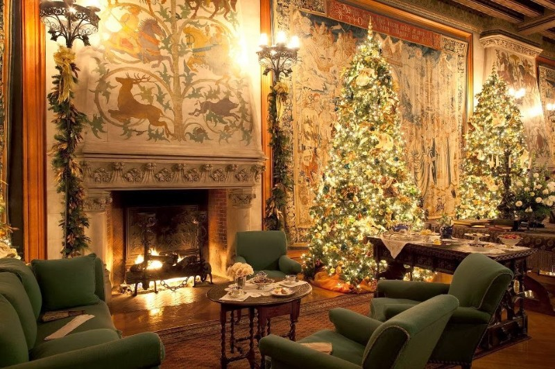 living room Decorate Your Living Room In The Most Christmasy Way Possible Decorate Your Living Room In The Most Christmasy Way Possible 7