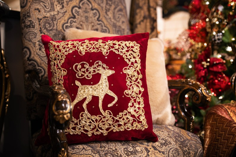 living room Decorate Your Living Room In The Most Christmasy Way Possible Decorate Your Living Room In The Most Christmasy Way Possible 8