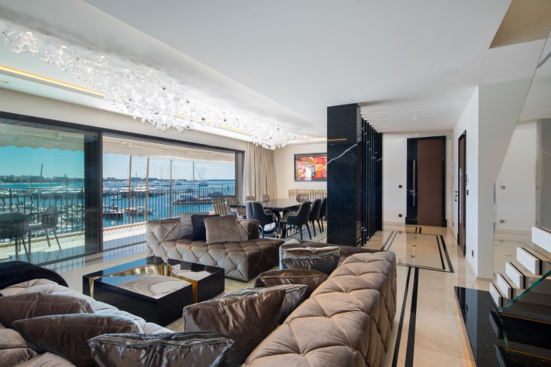 An Opulent French Apartment That Overlooks The Port Of Cannes (2) french apartment An Opulent French Apartment That Overlooks The Port Of Cannes An Opulent French Apartment That Overlooks The Port Of Cannes